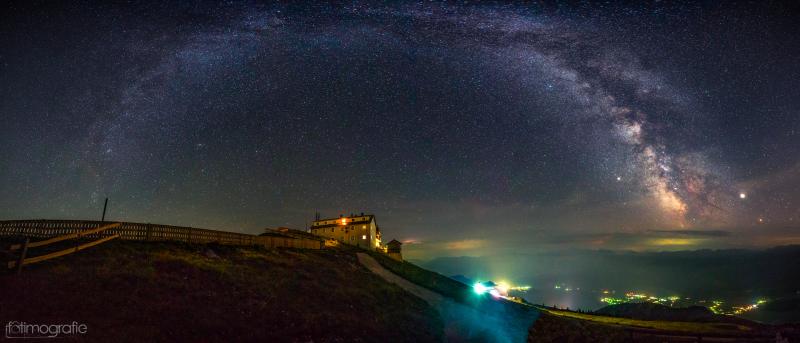 Schafberg bei Nacht Blick zu den Sternen